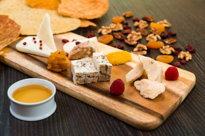 selection-of-italian-cheese-with-carasau-bread-and-acacia-honey-min