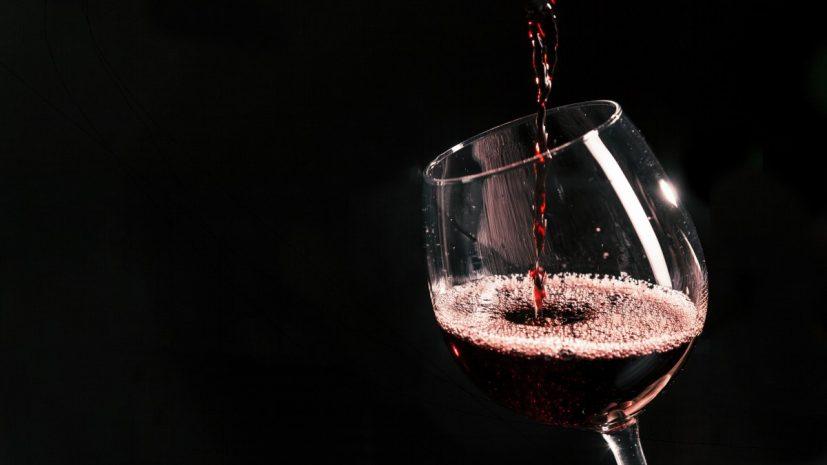 lebar_happy-hour_wine1