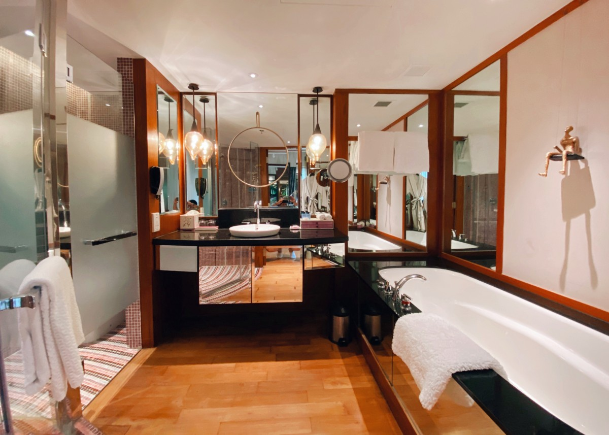 junior-suite-bathroom